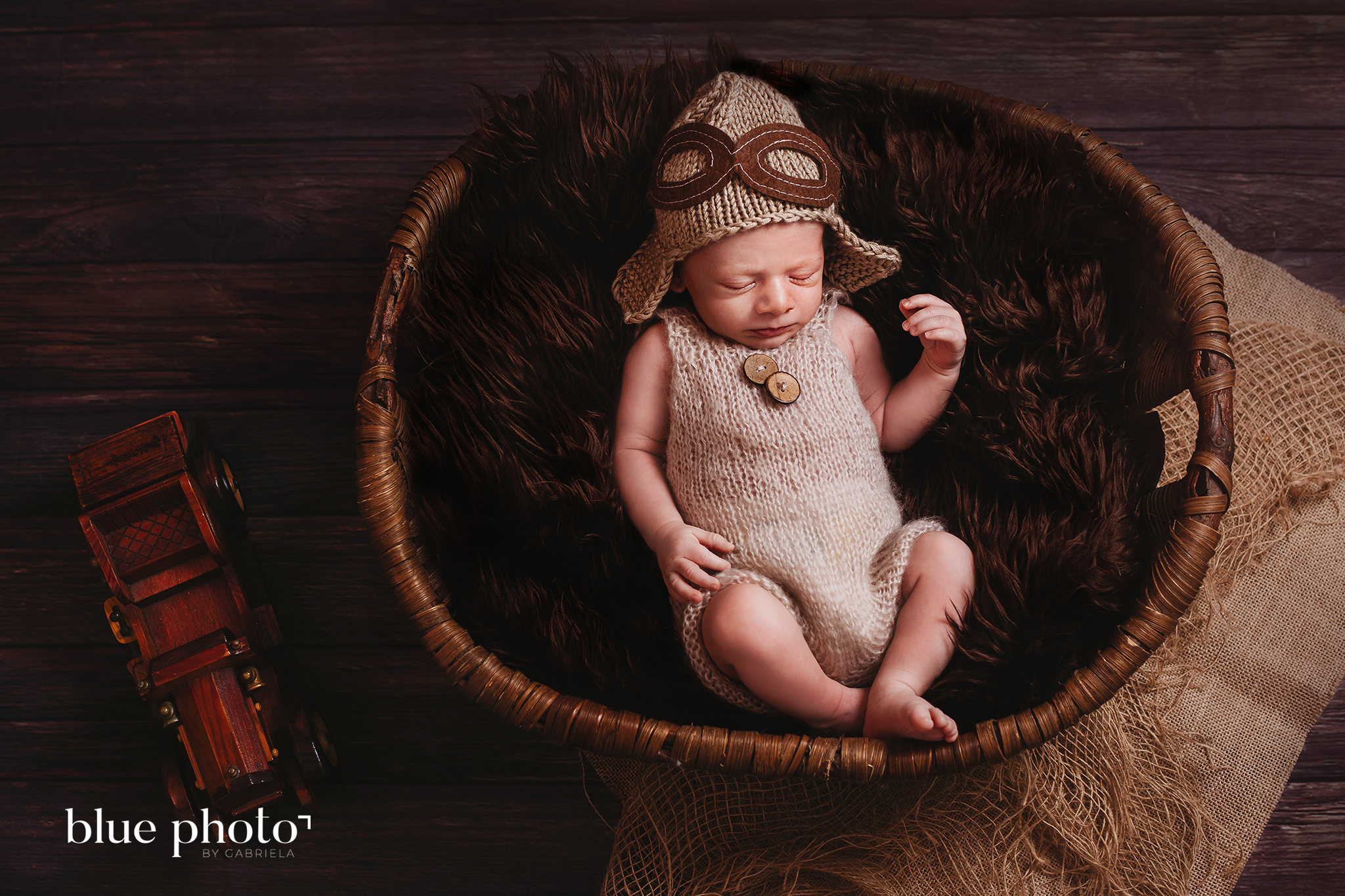 Aleksander and his newborn session in West London.