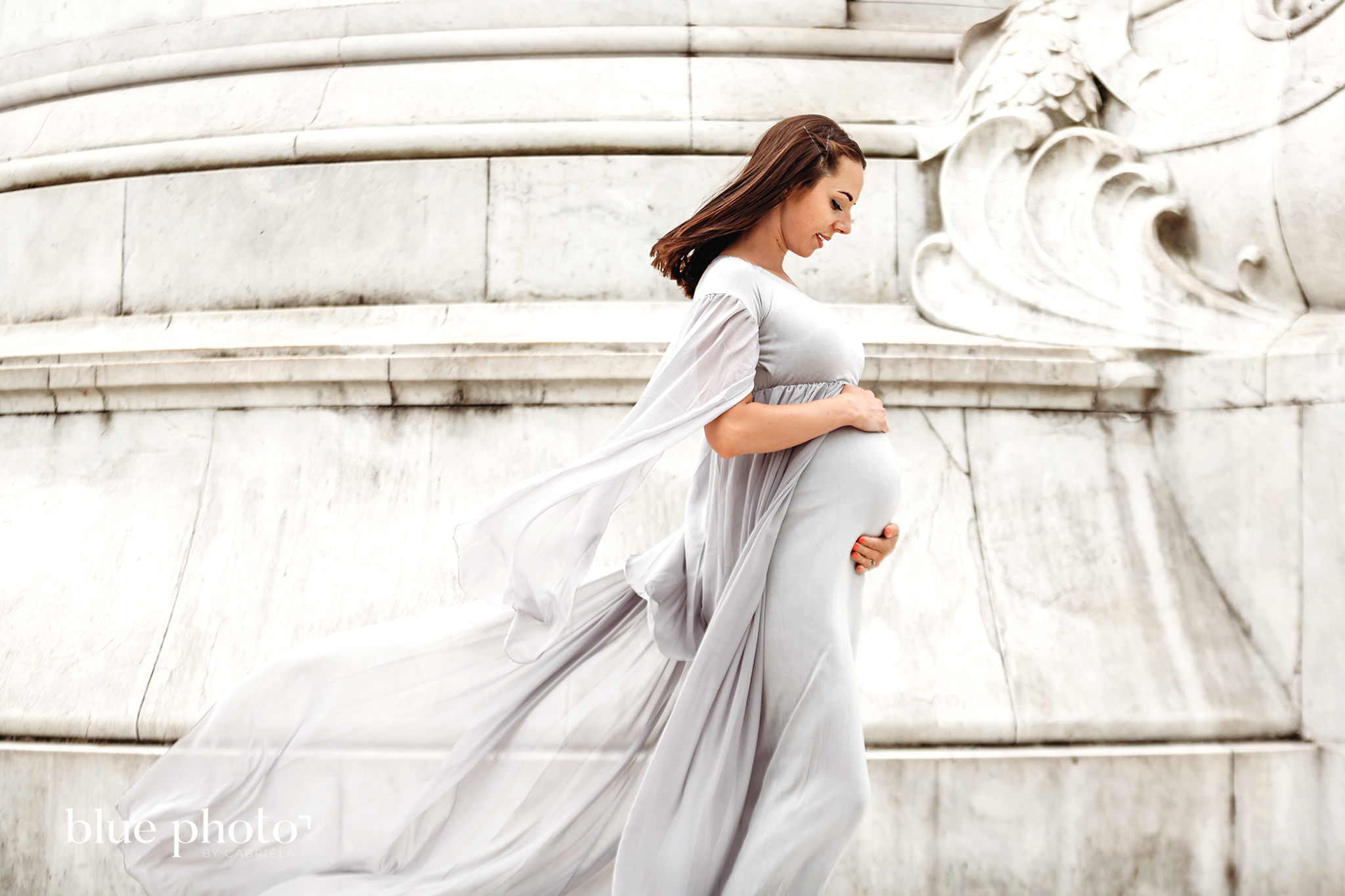 Joanna and her maternity session in Central London, at Buckingham Palace