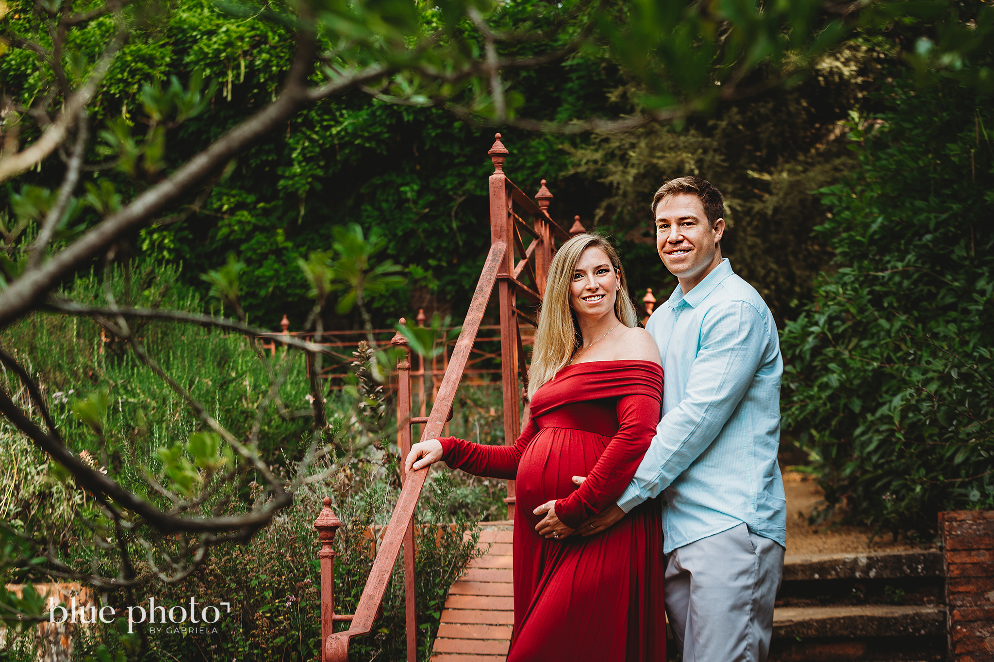 Maternity session in North London, couple is possing in The Hill and Pergola Garden
