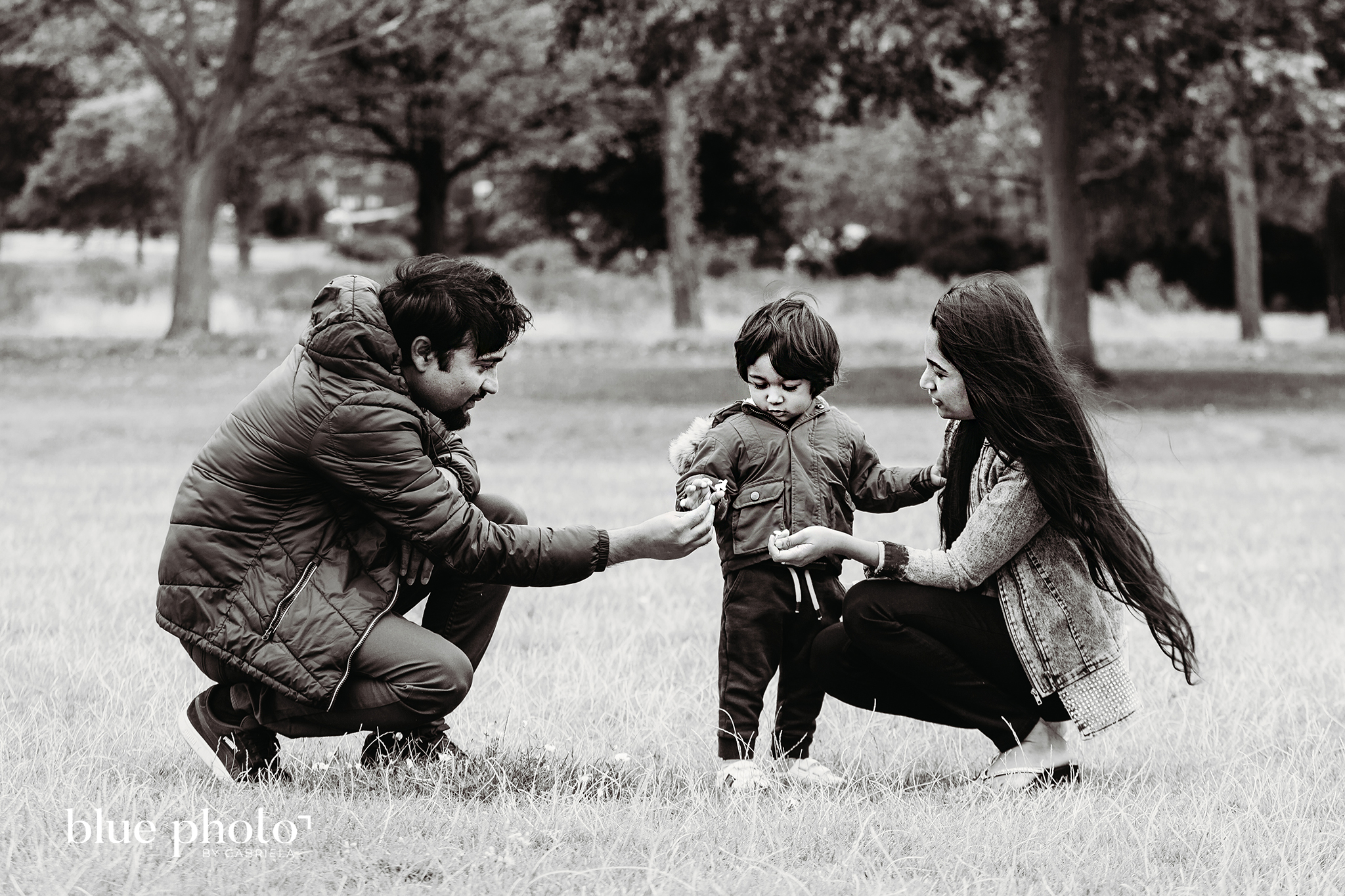 Relaxed family session in West London. Family is playing in the park.